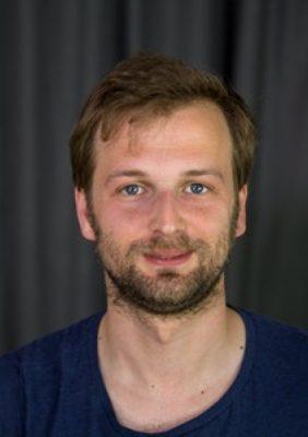 """<p class=""""slideshowschrift""""><strong>Lucas Flasch</strong><br/><em>Am Ende der Wald</em> (Drehbuch)<br/>Auf dem Filmfest: 21.10.2016</p>"""