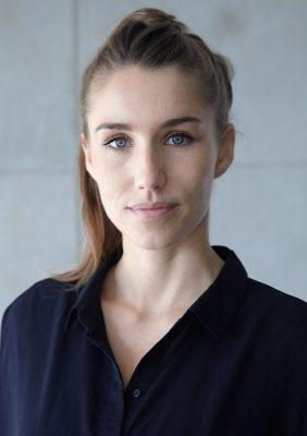 """<p class=""""slideshowschrift""""><strong>Anne Krüger</strong><br/>Jurymitglied des Friedensfilmpreises Osnabrück<br/>Auf dem Filmfest: 20.-23.10.2016</p>"""