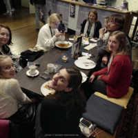Tag 3 – Das Team am FilmFest-Tisch mit Elena Koptsev (Delivery Service)