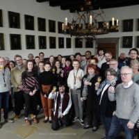 Tag 4 – Das Team mit Gästen, Stiftern und dem Verein im Friedenssaal des Osnabrücker Rathauses