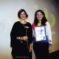 Tag 4: Charlotte Lange vom Studierendenrat und Preisträgerin des Kurzfilm-Publikumspreises Astrid Menzel (Nicht im Traum)