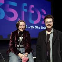 Tag 2 – Sabrina Rücker und Brian Andrew Hose (Opa Schorsch und Oma Ulla) bringen ihren Kurzfilm mit in die Lagerhalle